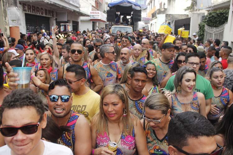 Blocos do pré-carnaval animam a Cidade Velha