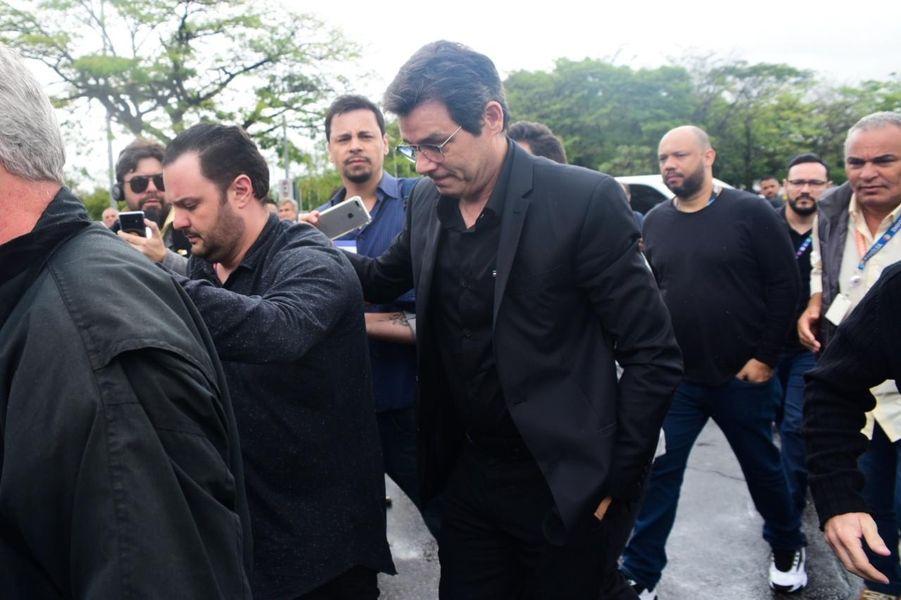 Famosos se despedem de Gugu Liberato durante velório. Veja as fotos