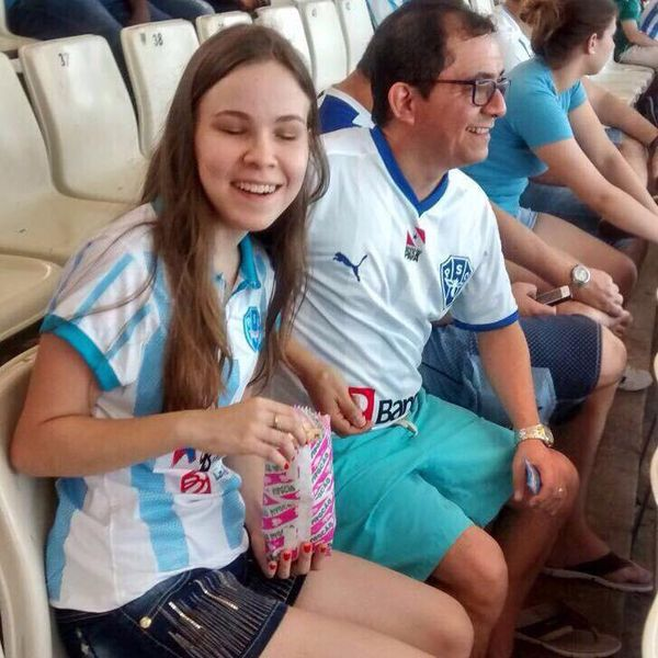 Seu pai é também torcedor do Paysandu e companheiro de Luisa, quando vão ao estádio.