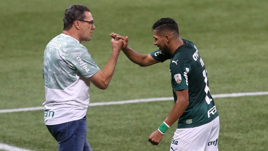 Rony marca seu primeiro gol pelo Palmeiras