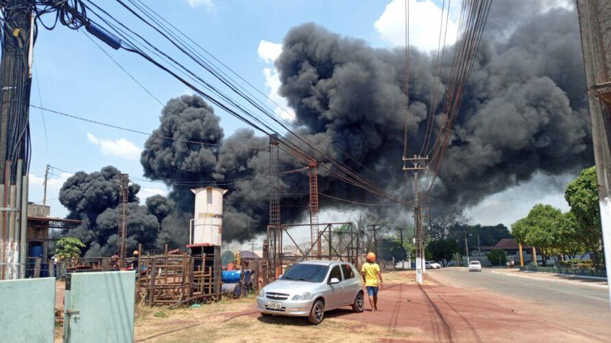 A forte fumaça foi vista por moradores de vários pontos da cidade.