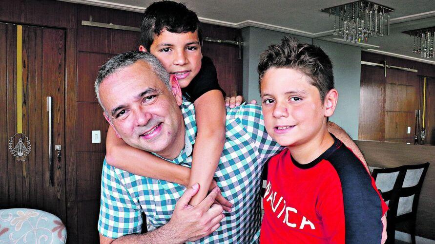 Pablo Fabiano e seus filhos