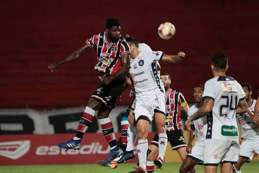O Leão deixou escapar a chance de ser líder e amargou sua primeira derrota na Série C.