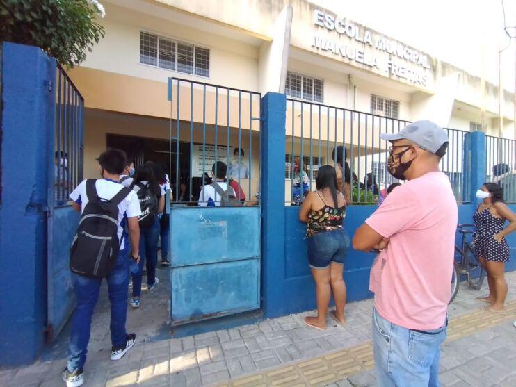 Veja imagens de escolas municipais em dia de retorno dos estudantes