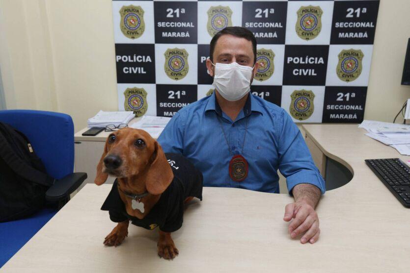 Delegado Vinicius Cardoso e o cachorrinho Malcolm
