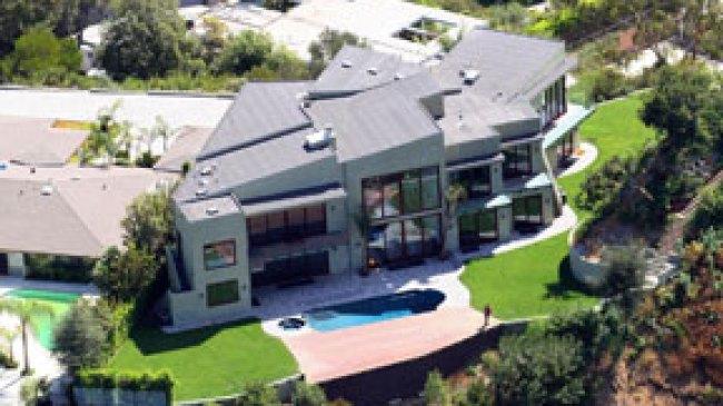 Rihanna Beli Rumah Mewah Senilai Rp. 116 Milyar