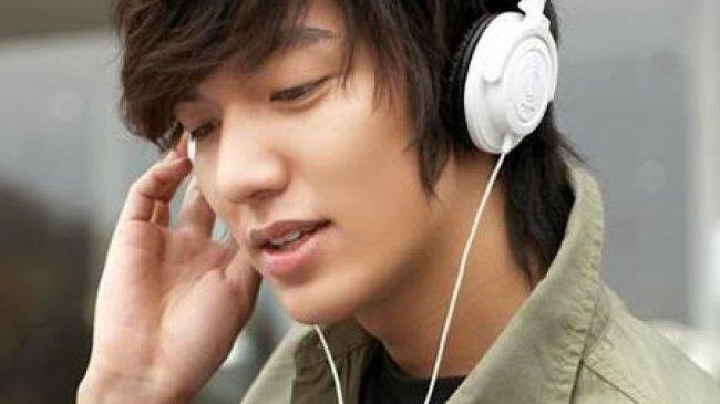 IniInilah Dampak Negatif Sering Mendengarkan Musik Bagi Kesehatan Telinga Anda