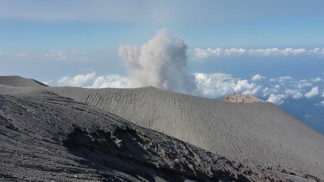 7 Gunung Tertinggi di Pulau Jawa Yang Harus Kamu Tahu