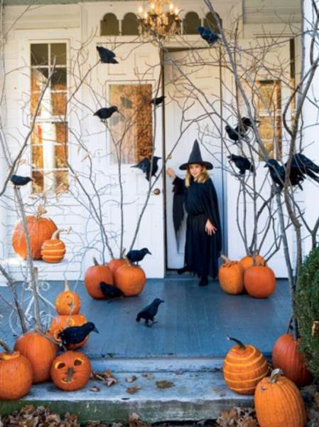 Black Birds - 40 Easy to Make DIY Halloween Decor Ideas