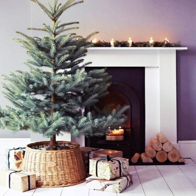 minimalist-Christmas-tree-mantel decor soyvirgo.com