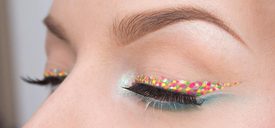 Dotted eyeliner