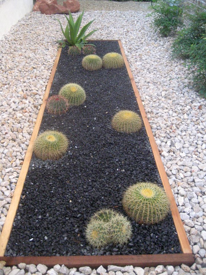 15 Ideas to Get You Inspired to Make Your Own Rock Garden on Backyard Rocks  id=40087