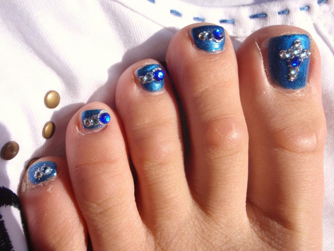 Cross Embellishements Toe Nail Design