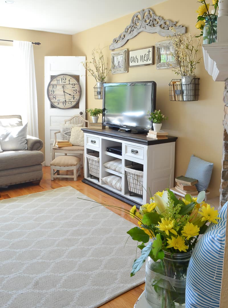 15 of the best farmhouse style wall colors to use on colors for farmhouse living room id=71468