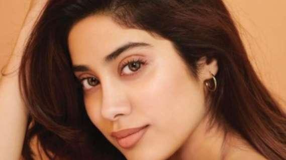 Janhvi Kapoor issues clarification while sharing photos dressed in bridal  avatar amid COVID crisis