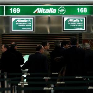 """L'ultima bugia dell'Alitalia:  tariffa """"elettorale"""" per i giovani"""