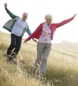 """Italiani i più longevi in Europa: 81 anni.  Gli inglesi: """"Fumate e bevete, inspiegabile"""""""