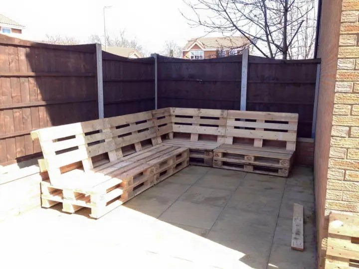 DIY Pallet Sectional Sofa For Patio