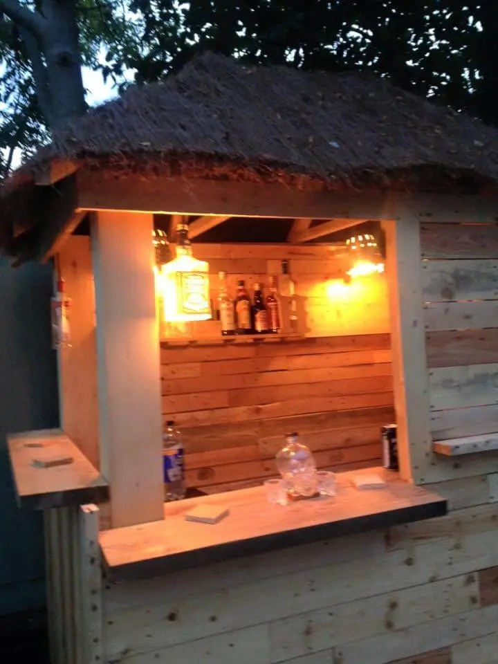 DIY Outdoor Pallet Bar With Pyramid Style Roof Easy