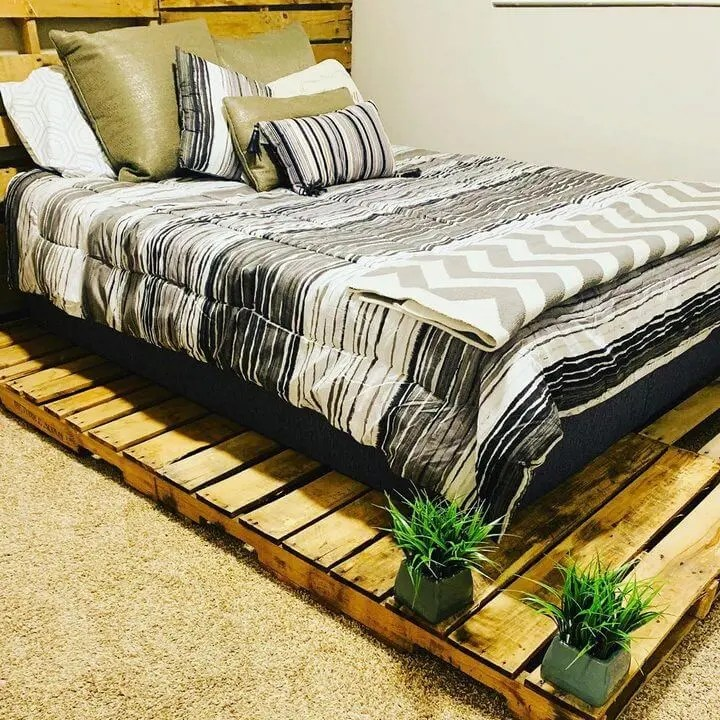 100 DIY Recycled Pallet Bed Frame Designs - Easy Pallet Ideas on Pallet Bed Design  id=89008