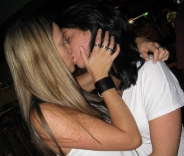 Hot College Girls Making Out