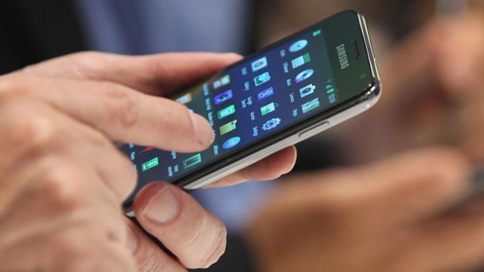 Las firmas de telefonía móvil anunciaron un nuevo aumento - ElDoce.tv