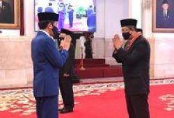 Wakil Ketua DPD RI Mahyudin Terima Tanda Kehormatan dari Jokowi
