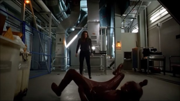 The Flash vs. Caitlin Snow (Hannibal Bates) - The Flash
