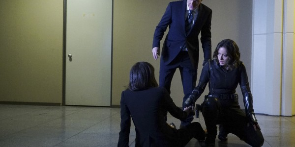 """MARVEL'S AGENTS OF S.H.I.E.L.D. - """"Chaos Theory"""" - As Daisy and the team fight to protect Inhumans, S.H.I.E.L.D. discovers the shocking truth about one of their biggest foes. Meanwhile, Fitz helps Simmons recover information that could lead them back through the portal, on """"Marvel's Agents of S.H.I.E.L.D.,"""" TUESDAY, NOVEMBER 10 (9:00-10:00 p.m., ET) on the ABC Television Network. (ABC/Eric McCandless) CONSTANCE ZIMMER, CLARK GREGG, CHLOE BENNET"""