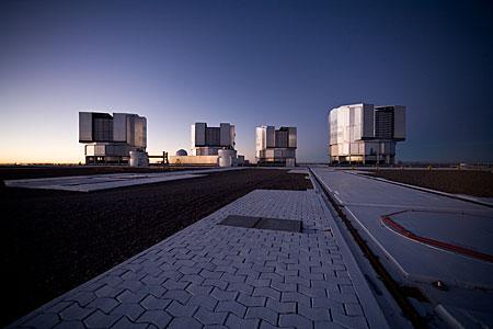 La plataforma de Paranal tras la puesta de sol*