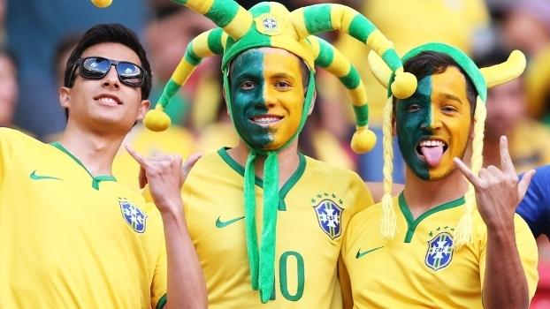Resultado de imagem para torcida brasileira 2018