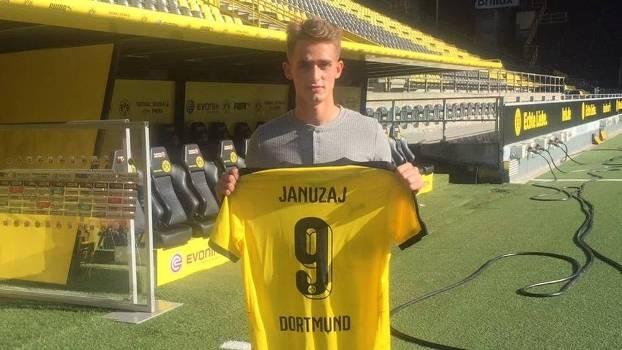 Januzaj já posou com a camisa do Borussia Dortmund