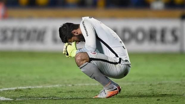 Internacional, de Alisson, foi eliminado na semifinal da Libertadores de 2015