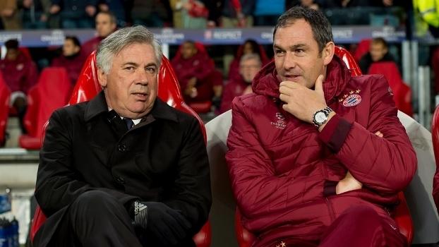 Ancelotti ao lado de Paul Clement