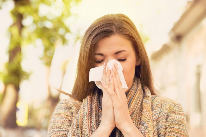 sneezing allergy symptom