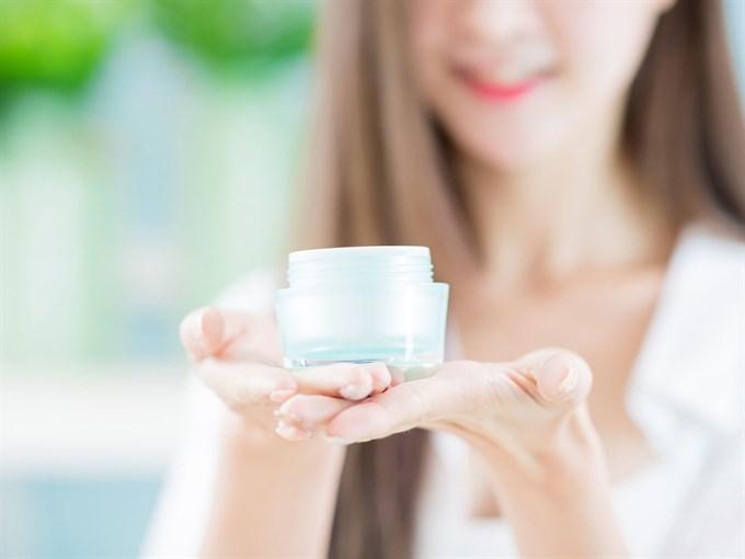 add essential oils to moisturizing lotion