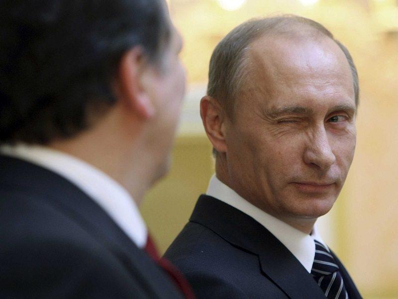 """Фотофакты. Участники сообщества """"Мне реально нравится Путин!"""" организовали в Москве неформальную выставку из нескольких десятков"""