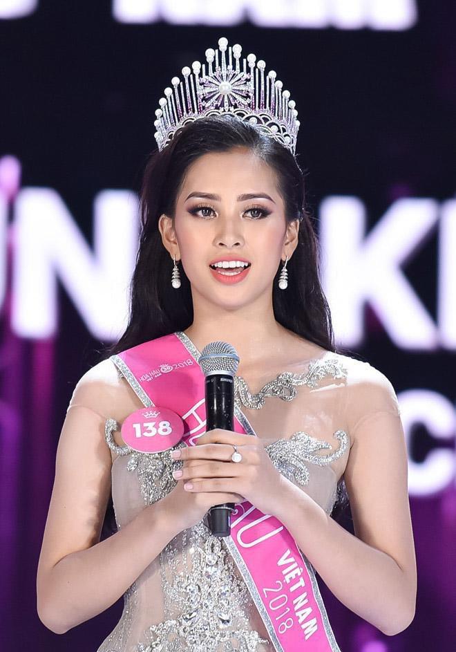 11 1631103209 103 width660height943 Hoa hậu duy nhất không bị nghi ngờ dao kéo, nhan sắc được báo quốc tế ca ngợi