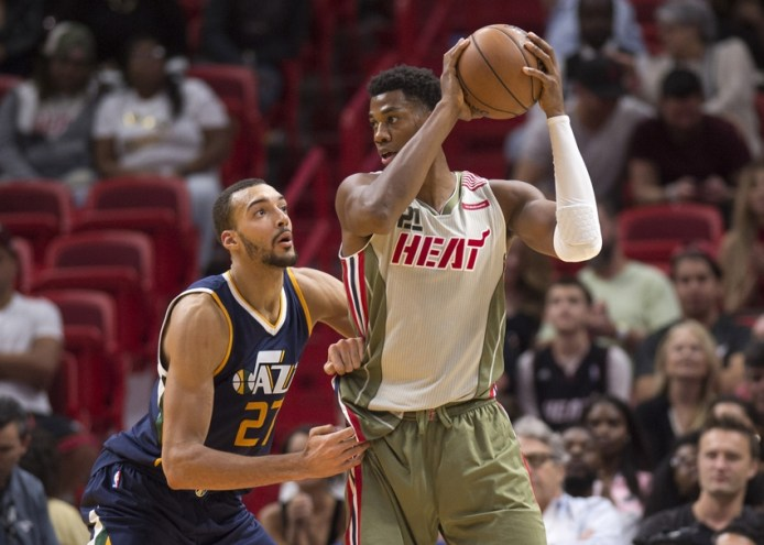 https://i1.wp.com/cdn.fansided.com/wp-content/blogs.dir/115/files/2016/11/9673262-hassan-whiteside-rudy-gobert-nba-utah-jazz-miami-heat.jpg?resize=694%2C495