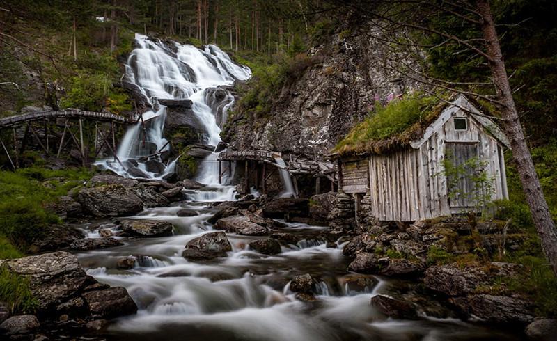 Водопад Кведнафоссен, Норвегия дом, крыша, озеленение, скандинавия