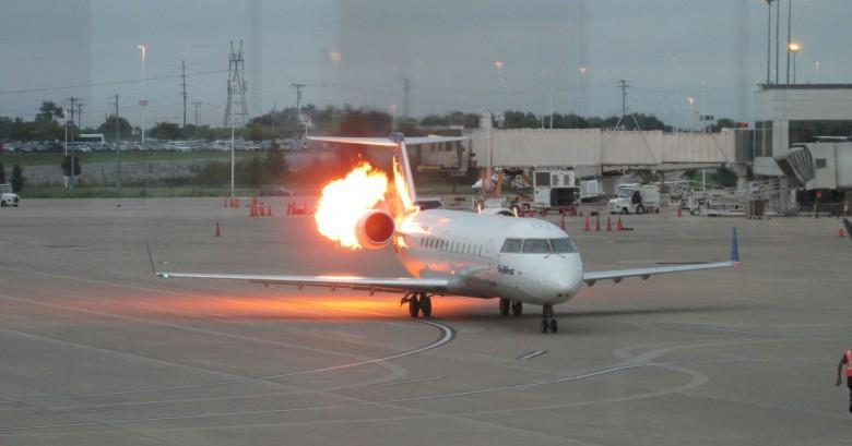 11. Если вспыхнул пожар, то у вас есть 90 секунд на то, чтобы выбраться из самолета авиаперелет, самолет, факт