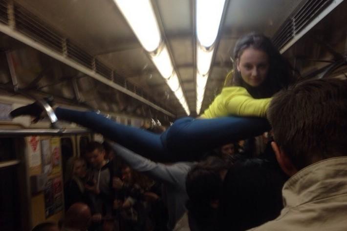 Случайный секс парней в вагоне метро