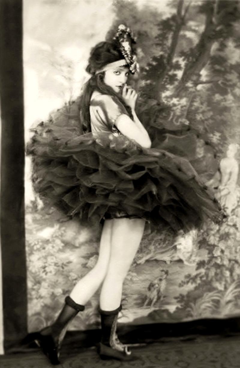 Юбки стали набирать популярность 20 век, девушки, красота