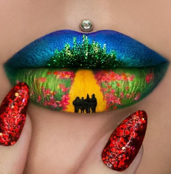 Попробуйте оторваться от этих завораживающих губ и обратить внимание на маникюр. Его Джасмина тоже делает сама губы, искусство, макияж
