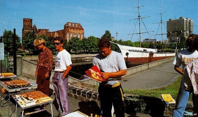 Уличная торговля янтарем, 1993 год, Калининград история, события, фото