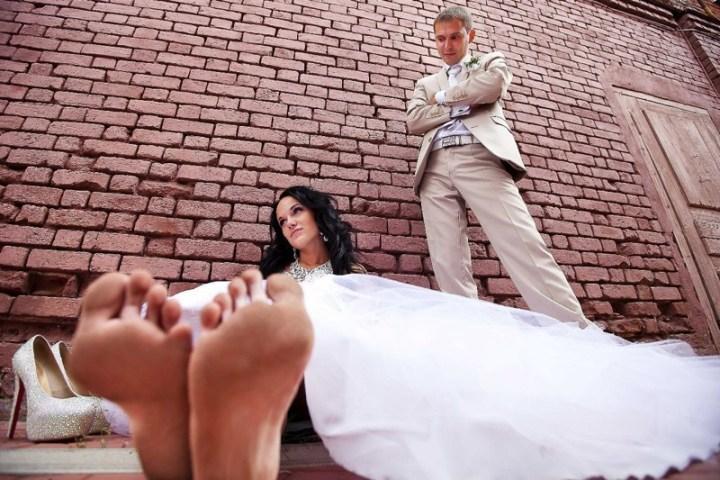 Отличная реклама для мастера по педикюру вынос мозга, жених, люди, невеста, прикол, свадьба, фотограф, юмор
