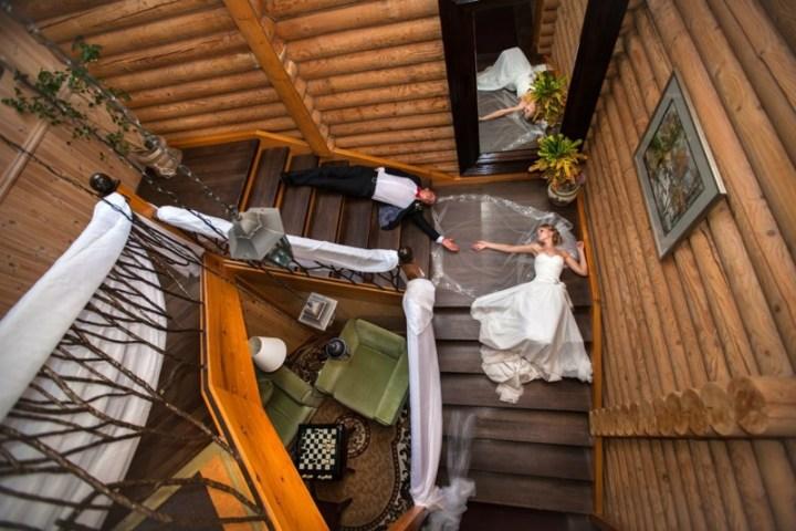 И валялись они долго и счастливо.. вынос мозга, жених, люди, невеста, прикол, свадьба, фотограф, юмор