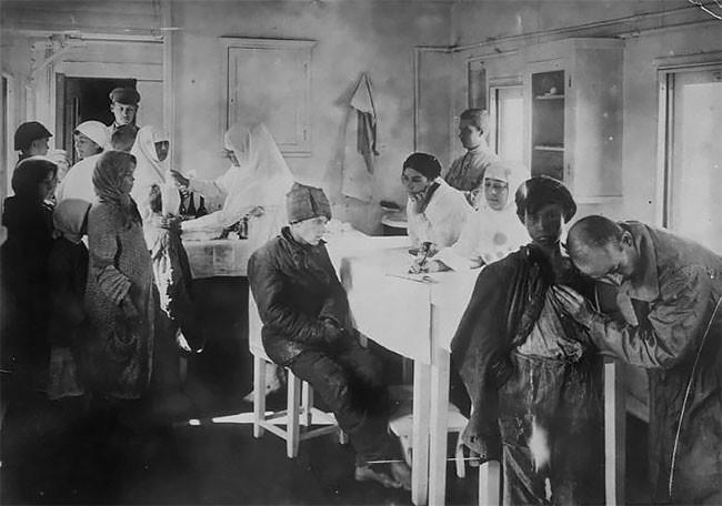 Беспризорники в лазарете. Поволжье, 1921 год беспризорники, гражданская война, дети, история, редкие снимки, россия, сироты, фото