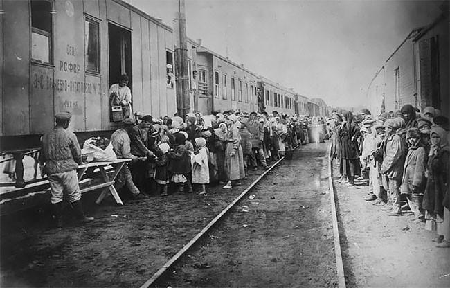 Помощь беспризорным детям. Поволжье, 1921 год беспризорники, гражданская война, дети, история, редкие снимки, россия, сироты, фото