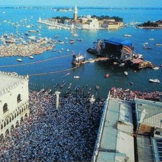 Грандиозное шоу Пинк Флойд в Венеции, 15.07.1989 венеция, концерты, музыка, ностальгия, пинк флойд, рок-н-ролл